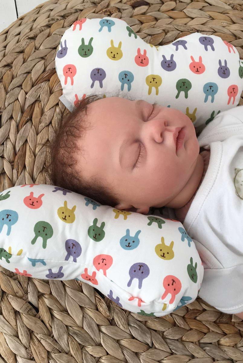 """Дитяча подушка для новонароджених """"Butterfly"""" зайчики"""